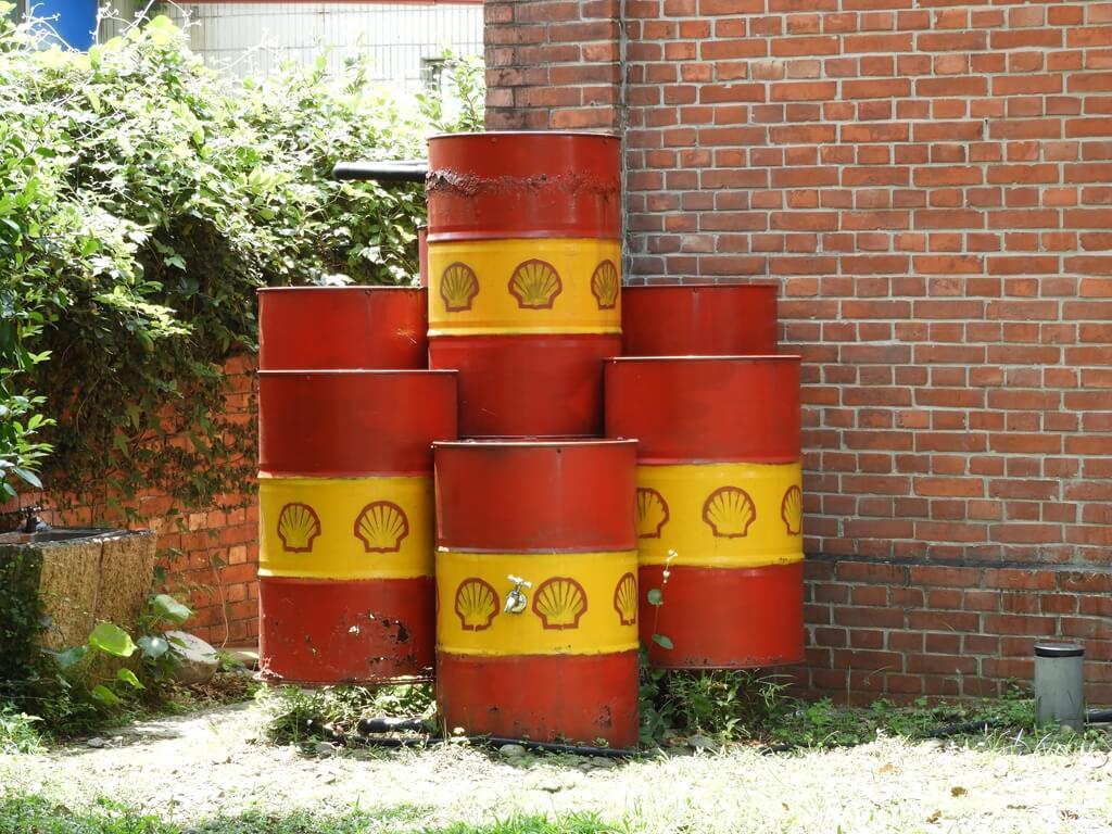 淡水文化園區 - 殼牌倉庫的圖片:堆疊的殼牌油桶