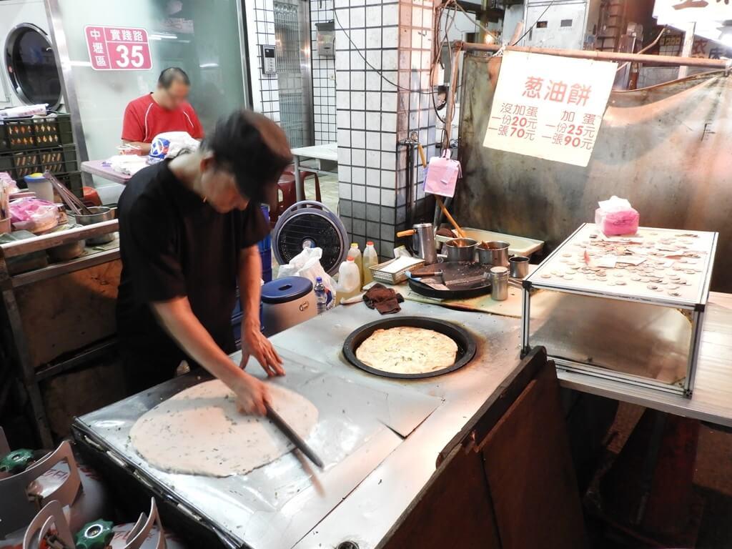 中原夜市商圈的圖片:長髮阿伯蔥油餅
