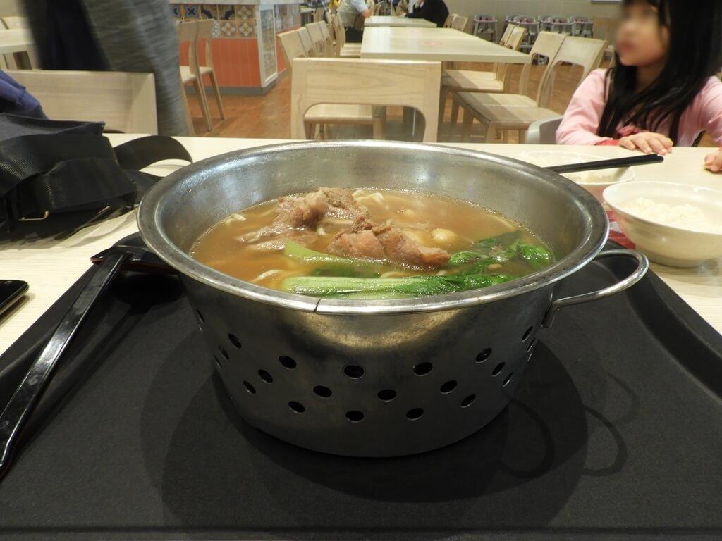 華泰名品城的圖片:新加坡肉骨茶麵