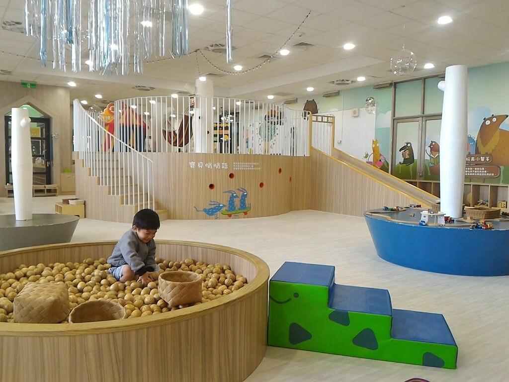 桃園市平鎮親子館的圖片:木球池及遊戲空間
