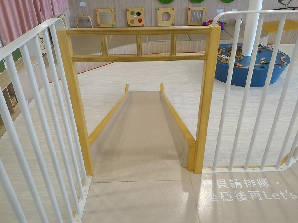 桃園市平鎮親子館的圖片:溜滑梯上端