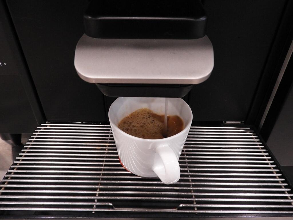 IKEA宜家家居桃園店的圖片:IKEA餐廳的咖啡機正在製作美式咖啡